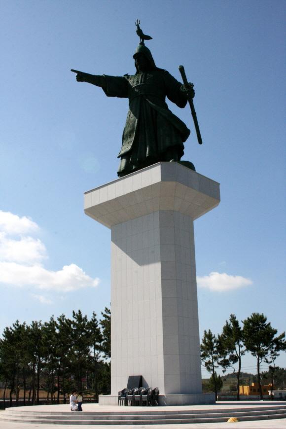 Статуя генерала Ли Суншина 충무공 이순신 상