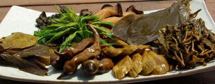 반찬 овощные закуски (салаты, гарниры)