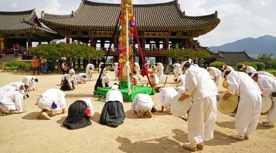 Мирянский Фестиваль Бэкджун 밀양백중놀