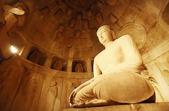 Грот Сокгурам 석굴암